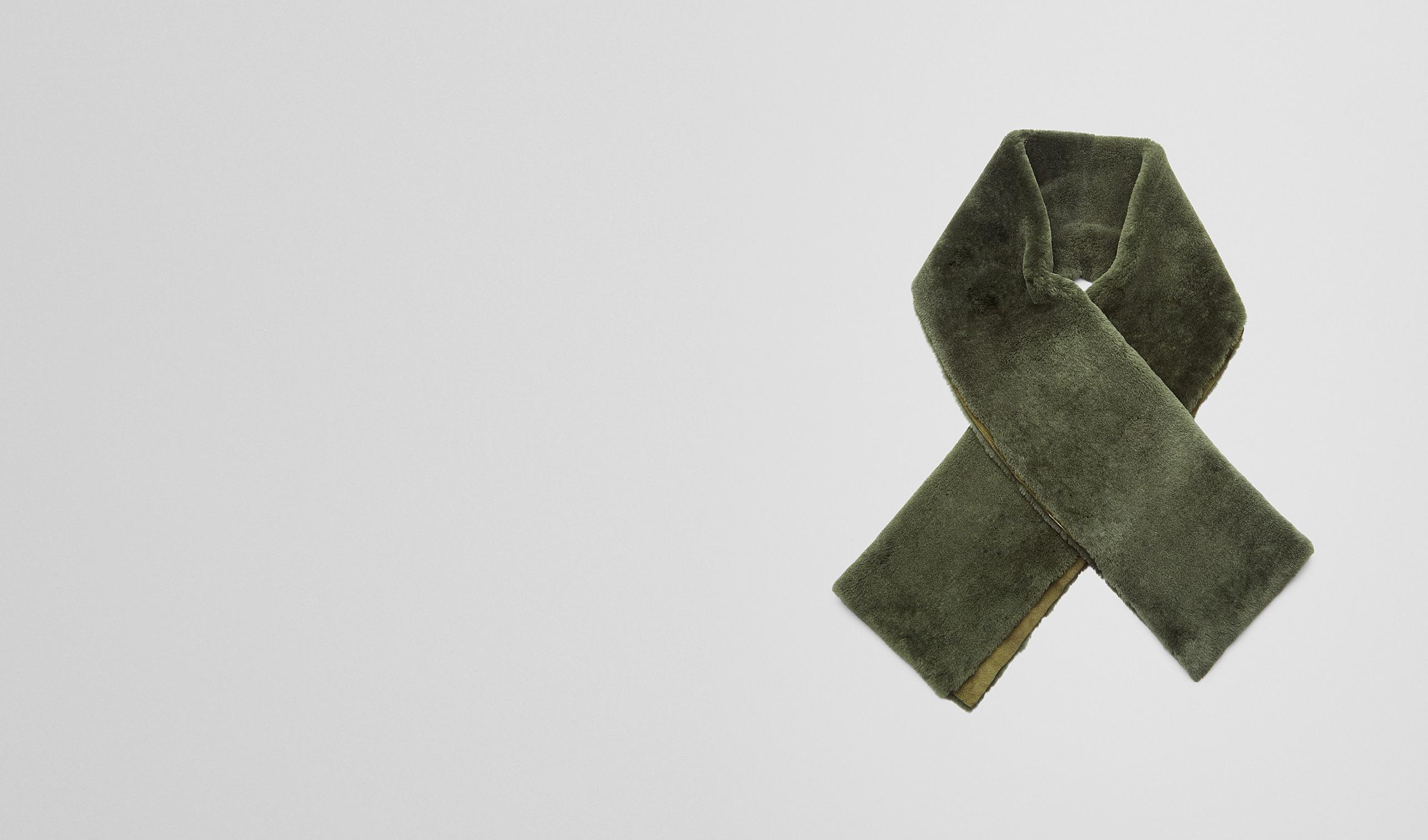 BOTTEGA VENETA Scarf or Hat or Glove U Sergeant Lambskin Shearling Scarf pl