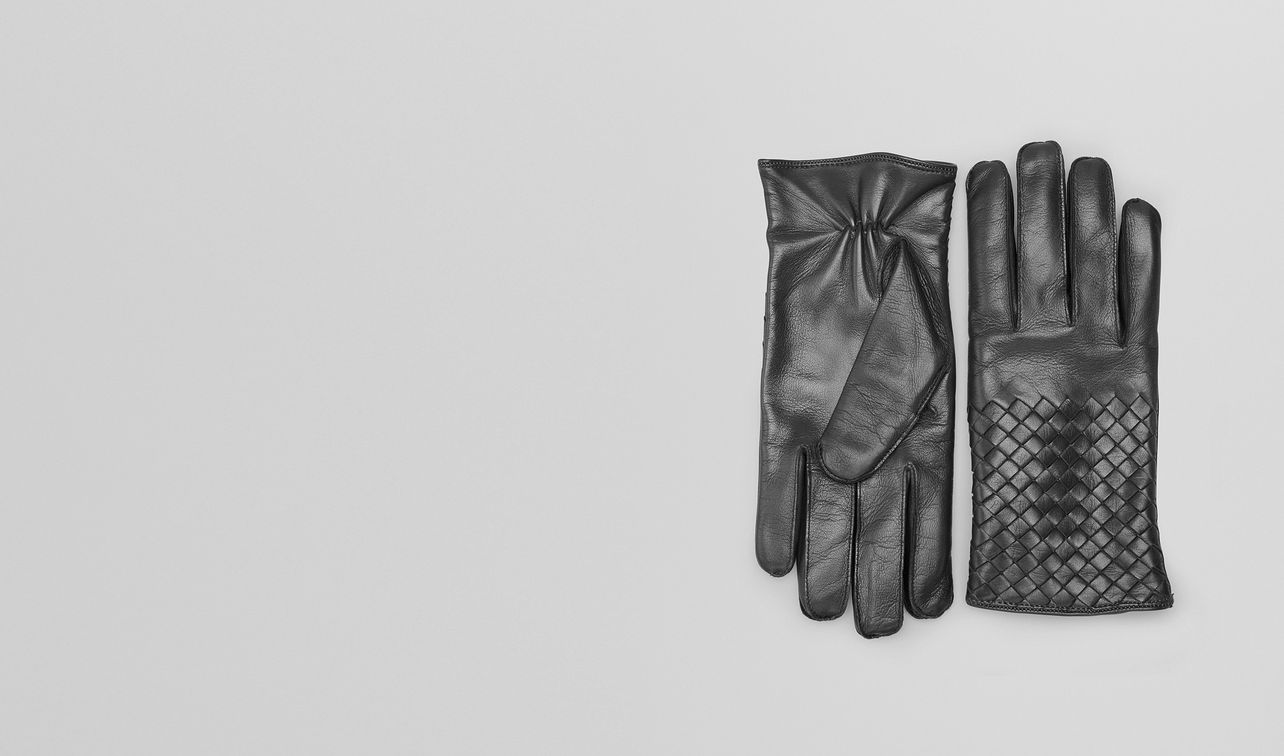gloves in dark grey nappa  landing