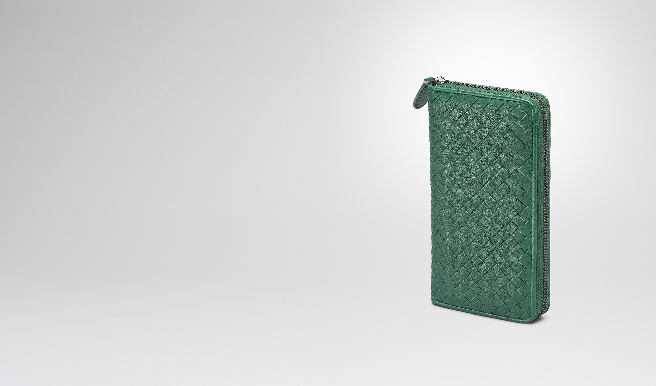 BOTTEGA VENETA Zip Around Wallet D Emerald Green Intrecciato Washed Lambskin Zip Around Wallet pl