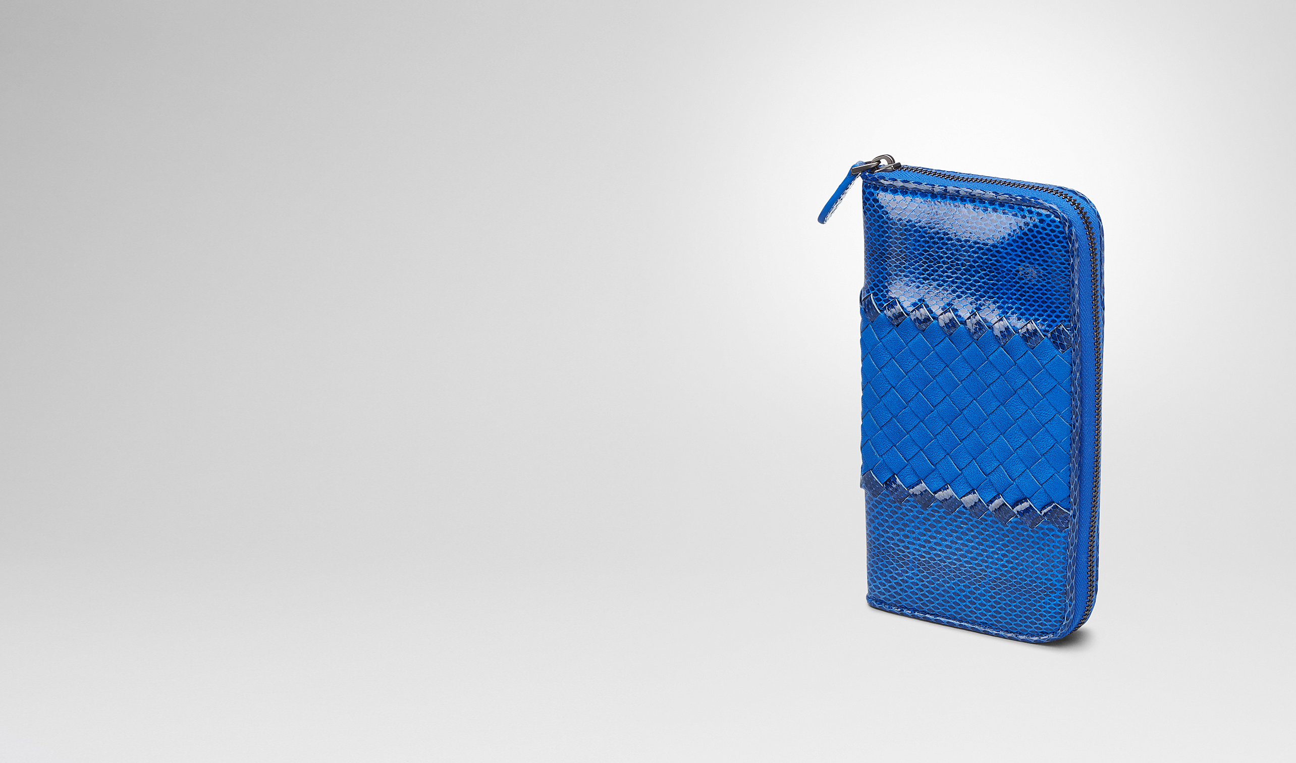 BOTTEGA VENETA Zip Around Wallet D SIGNAL BLUE AYERS WASHED LAMBSKIN ZIP AROUND WALLET pl