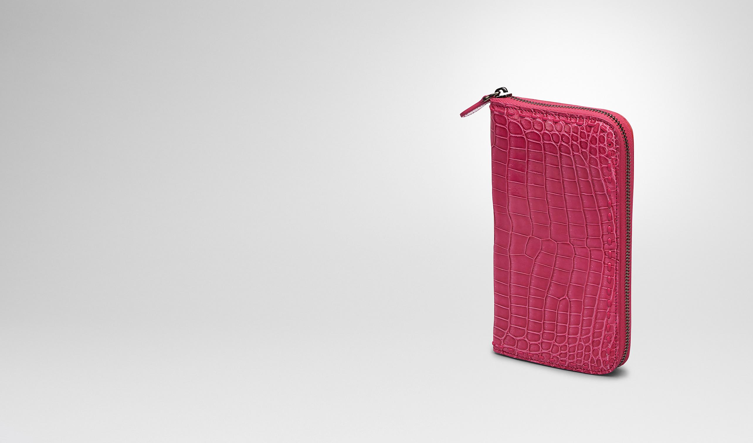 BOTTEGA VENETA Portemonnaie mit Zip D PORTEMONNAUE MIT ZIP AUS KROKODILLEDER IN ROSA SHOCK pl