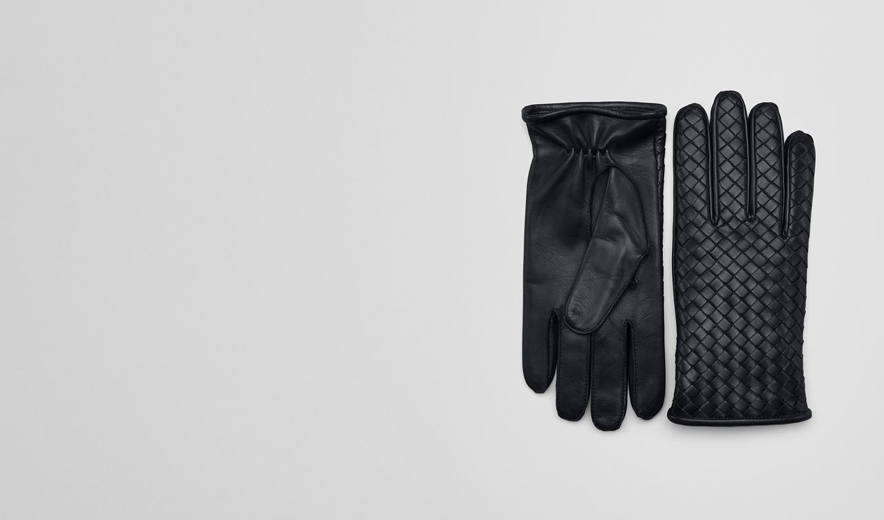 gloves in dark navy nappa landing