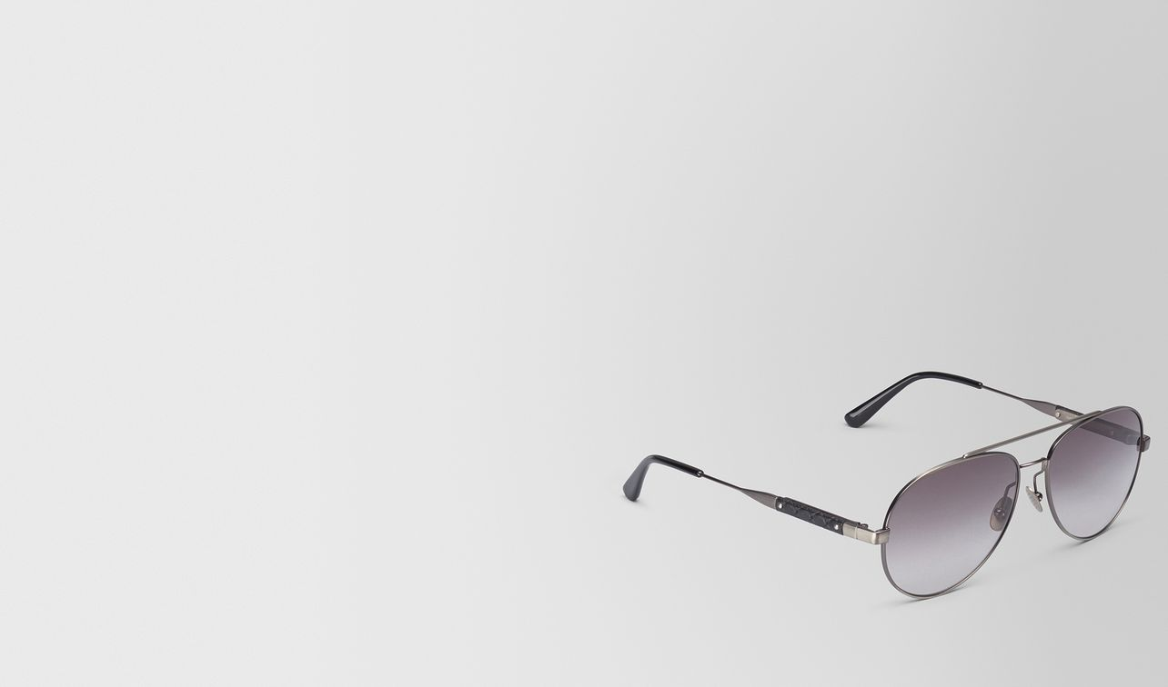 sunglasses in silver metal with grey lens landing
