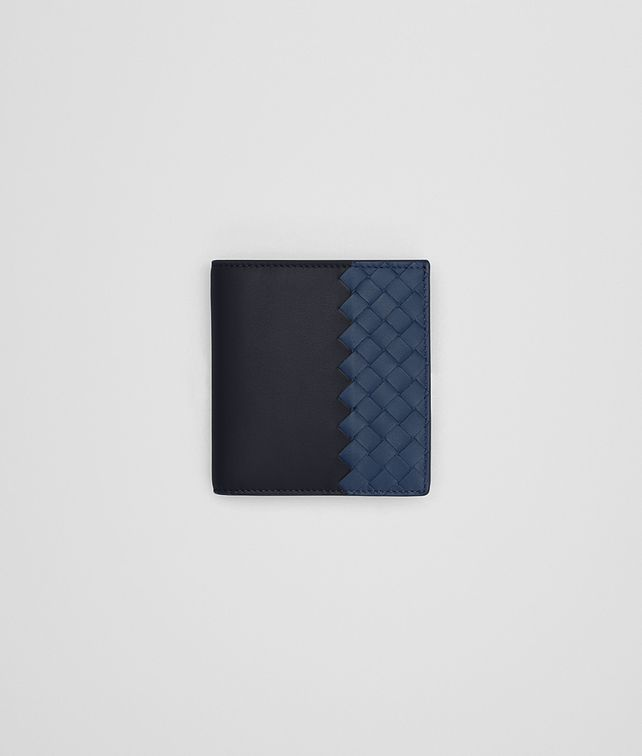 BOTTEGA VENETA SMALL BI-FOLD WALLET IN DARK NAVY PACIFIC CALF, INTRECCIATO DETAILS Wallet Man fp