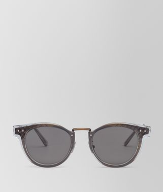 SUNGLASSES IN ANTIQUE BRASS METAL AND SHINY TRANSPARENT GREY ACETATE, SOLID GREY LENS