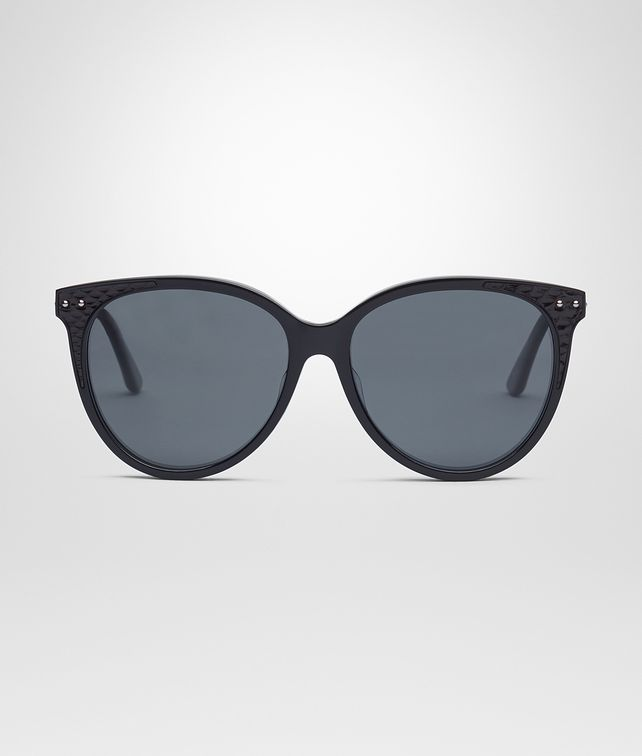 BOTTEGA VENETA SUNGLASSES IN SHINY BLACK ACETATE AND AYERS LEATHER, SOLID POLAR GREY LENS Sunglasses D fp