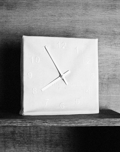 DESIGN OBJECTS Embroidered clock E f