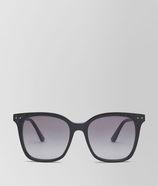 SUNGLASSES IN SHINY BLACK ACETATE AND BLACK LEATHER NAPPA LEATHER, GRADIENT GREY LENS