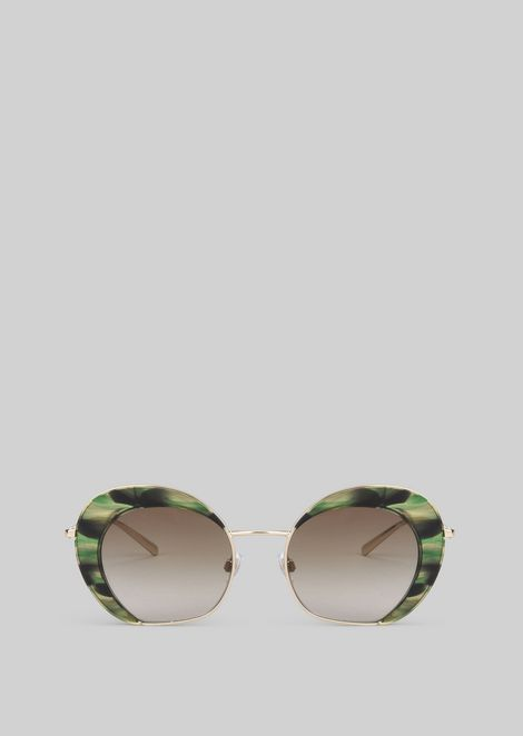Sunglasses with gradient fade detail