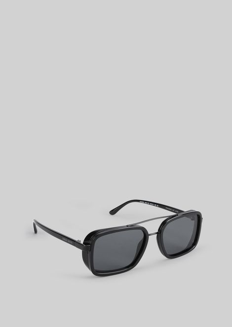 Catwalk sunglasses with foldable temples