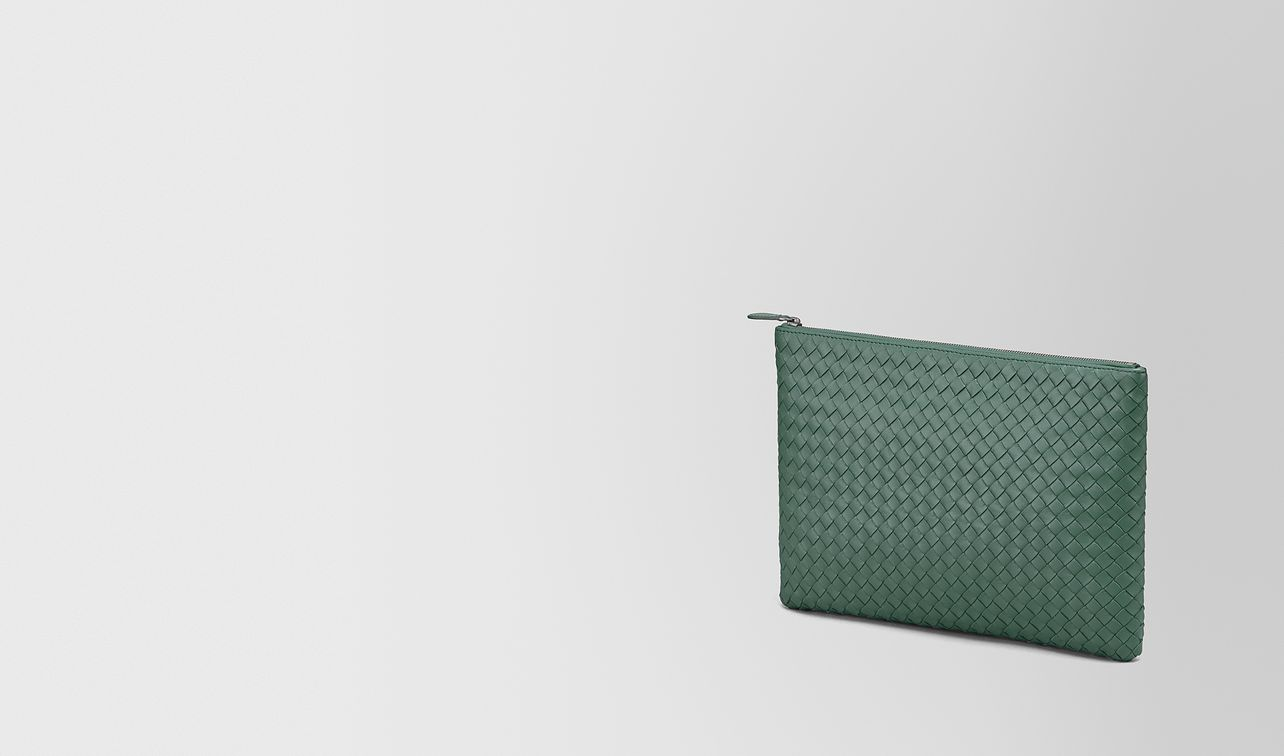 pochette grand format en cuir nappa intrecciato thyme landing