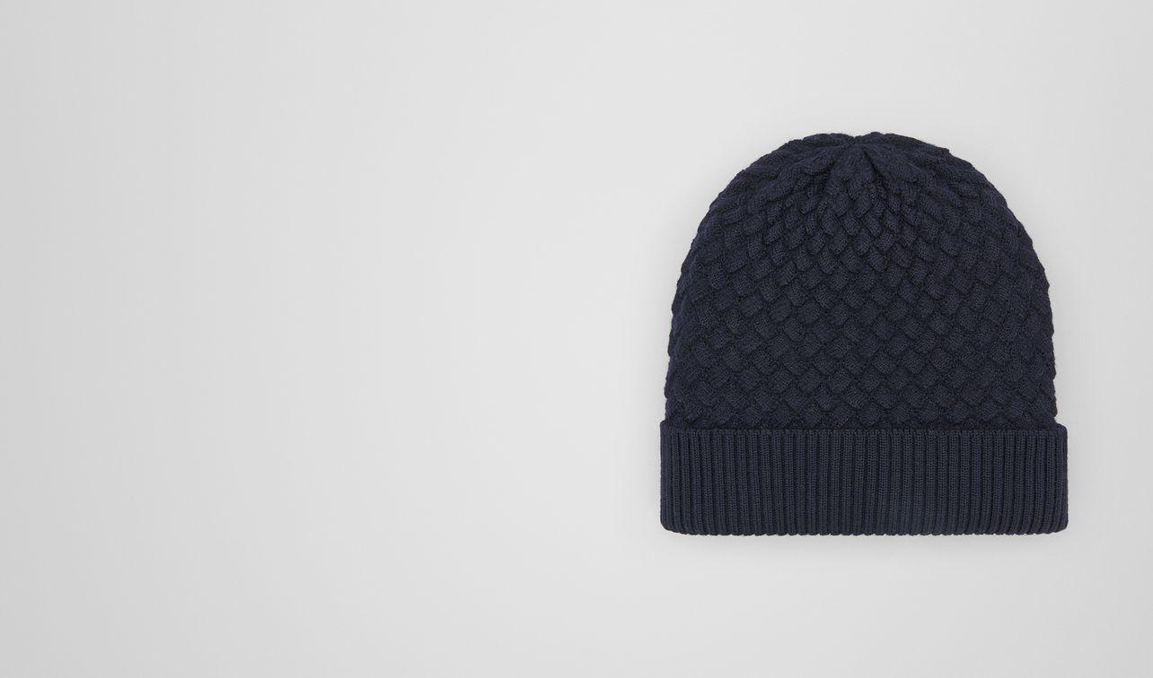 hat in wool  landing