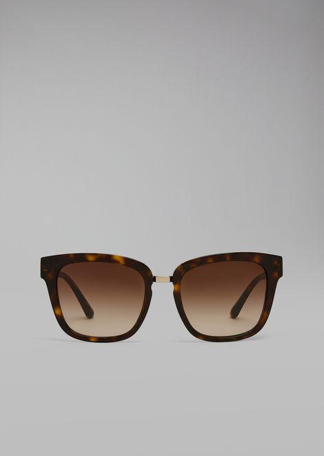 Sunglasses with metal bridge
