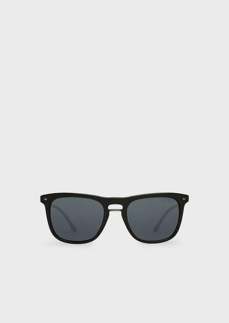 Sonnenbrille mit gestreifter Fassung