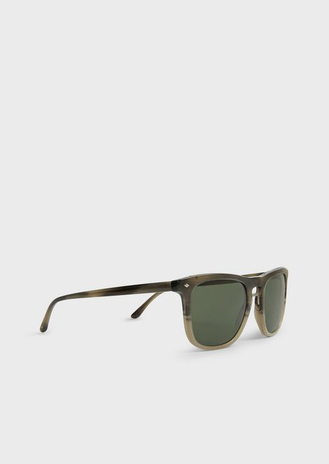 Sunglasses with streaked frame