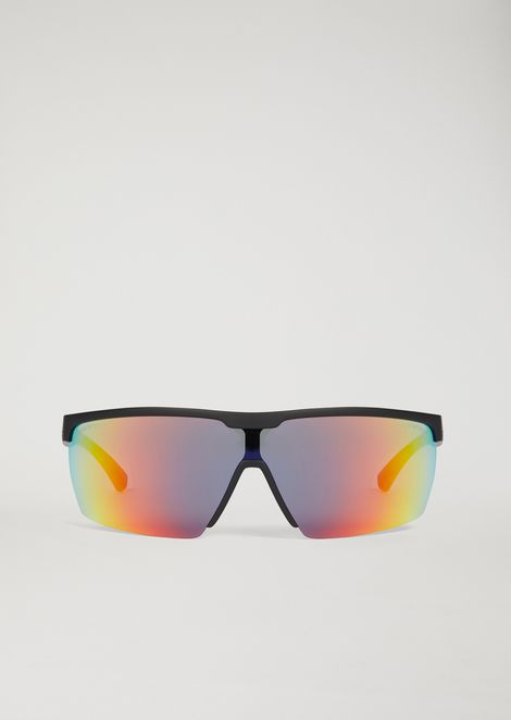 Sporty sunglasses with coloured lenses