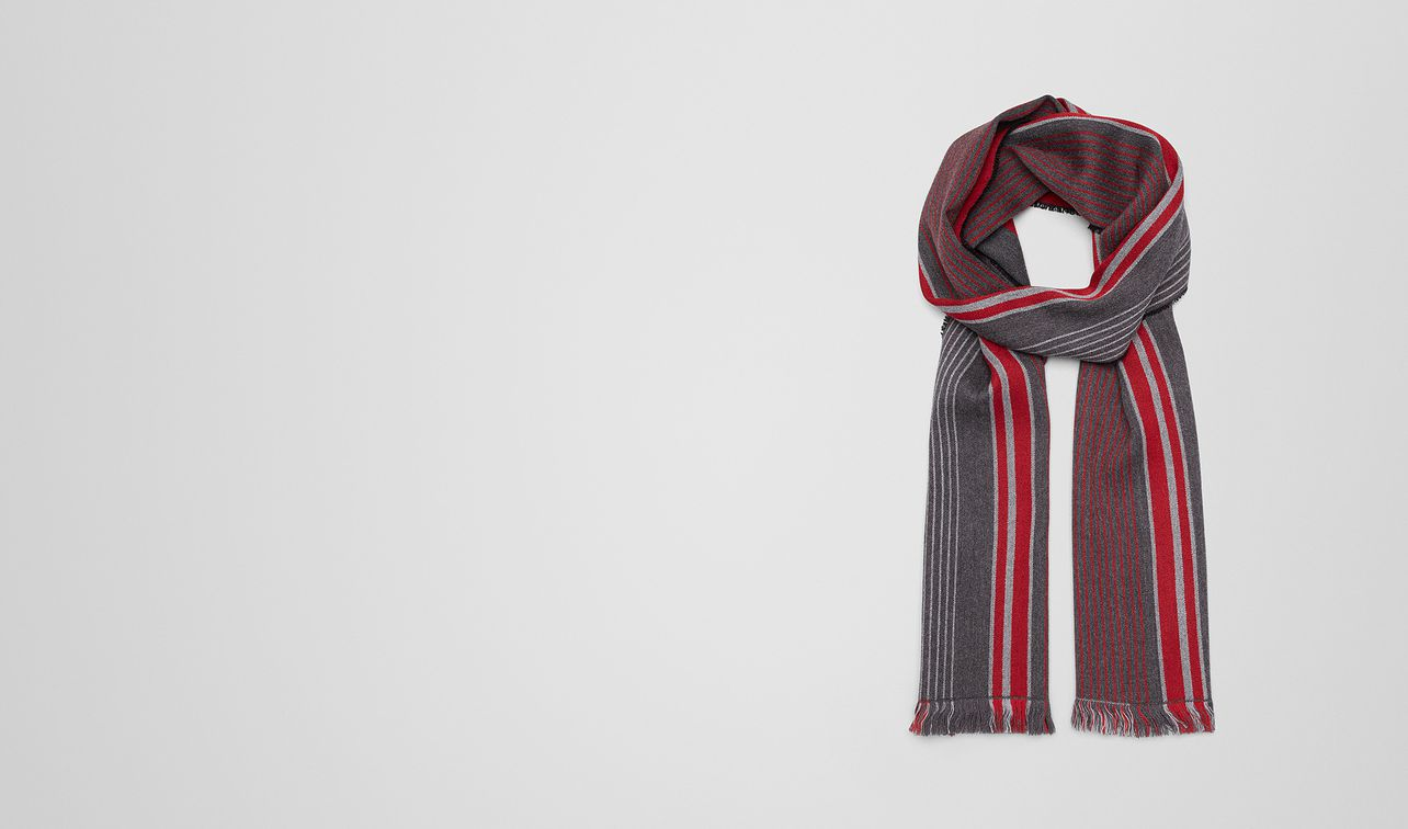 anthracite/red wool scarf landing