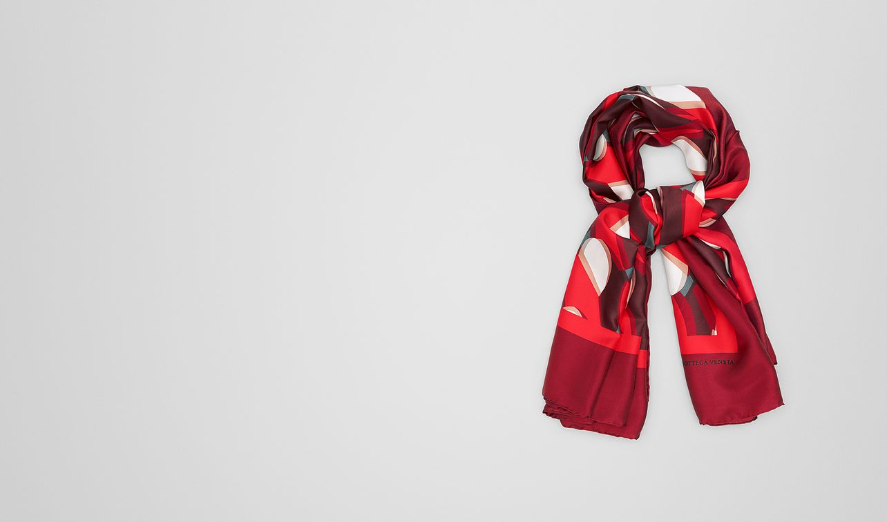 foulard in seta red landing