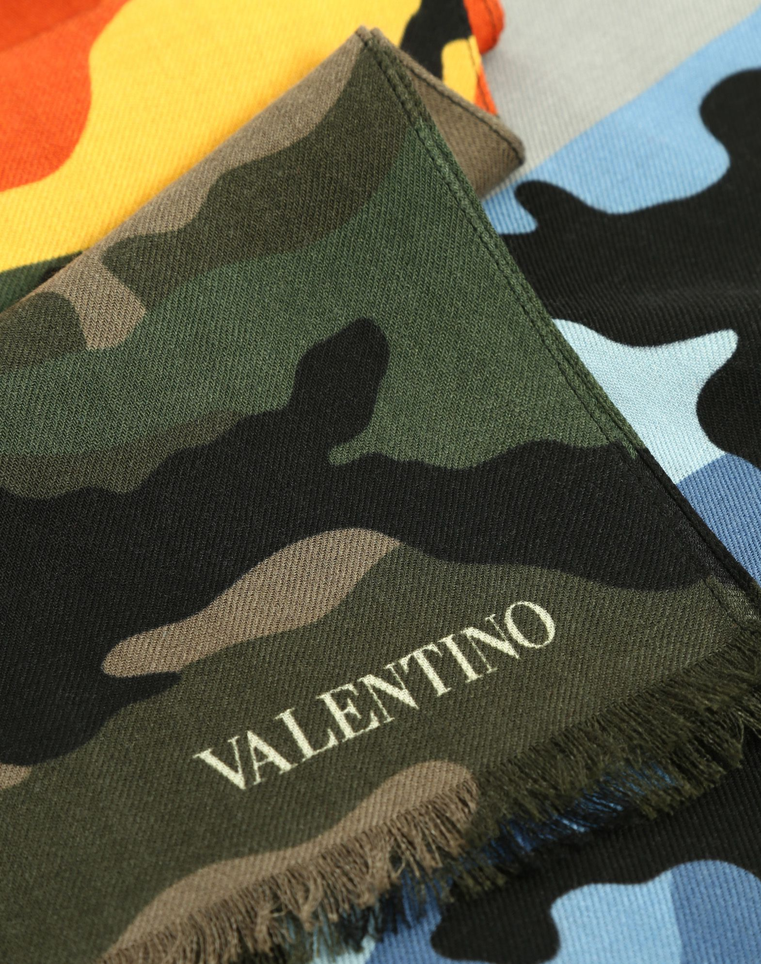 VALENTINO UOMO 70x200 cm Camouflage scarf      Shawl U d