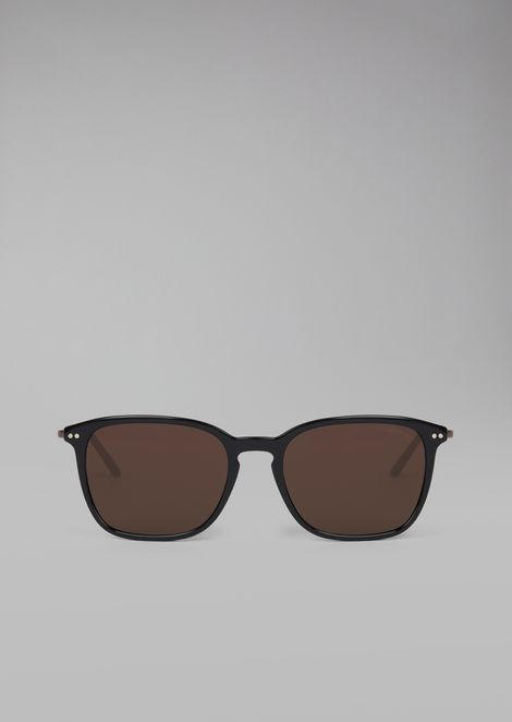 Sonnenbrille mit Fassung aus zwei Materialien