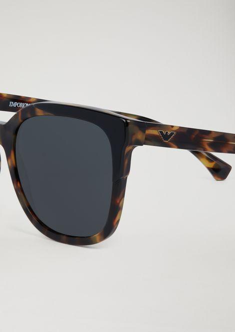 Cat-eye sunglasses with tortoiseshell frames