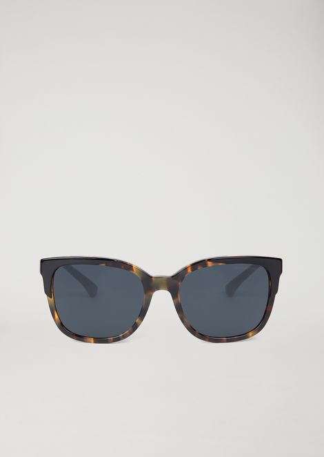 Cat-eye sunglasses with tortoiseshell frames