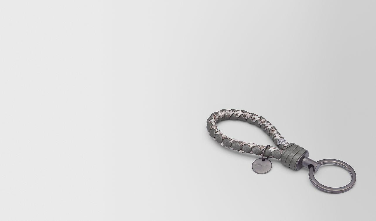 porte-clés en cuir nappa intrecciato/ayers new light grey  landing