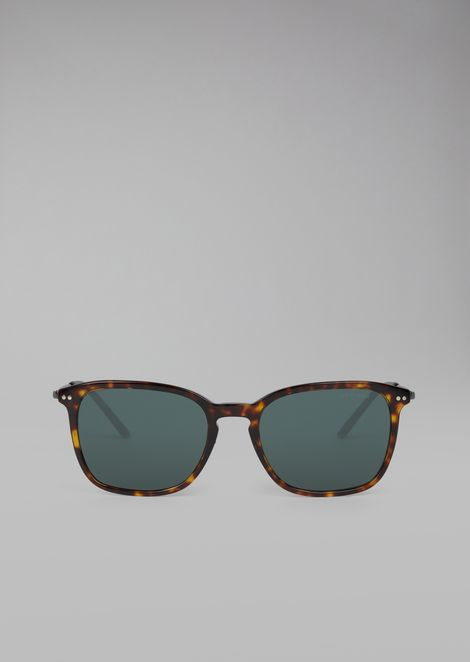Sunglasses with dual material tortoise-shell frame