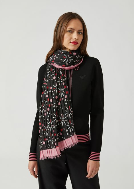 Voile scarf with loading pattern