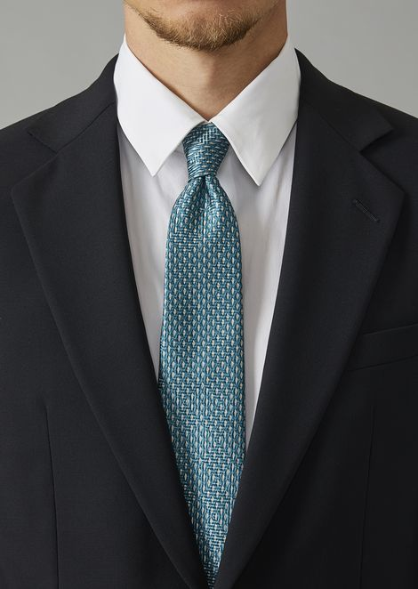 Silk tie with two-colour weave