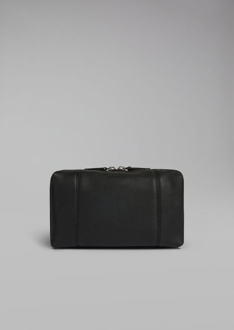 Wash bag in grained calfskin with zip