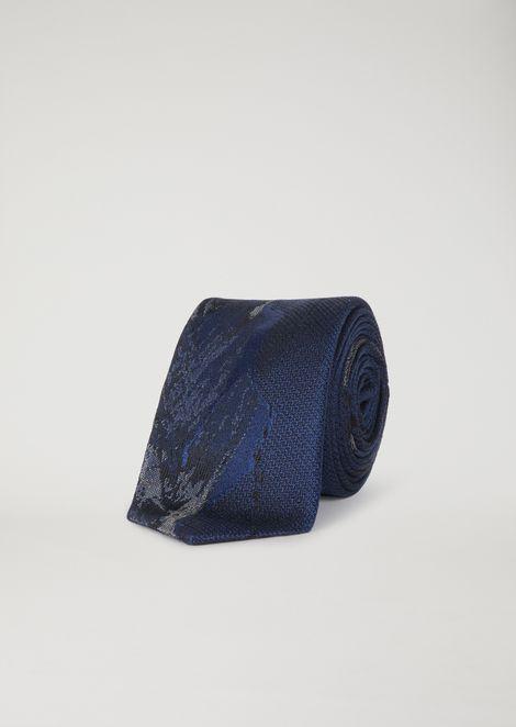 Silk tie with jacquard pattern