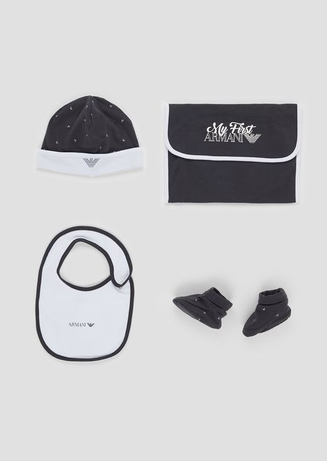 Gift set composed of beanie, booties and pouch