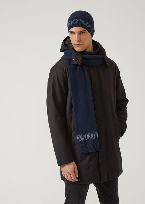 Set coordinato con sciarpa e berretto in maglia con logo