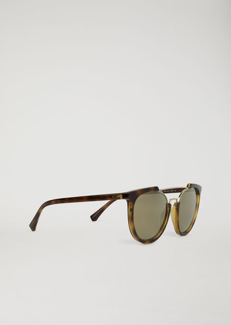Sunglasses with cut-out effect frame