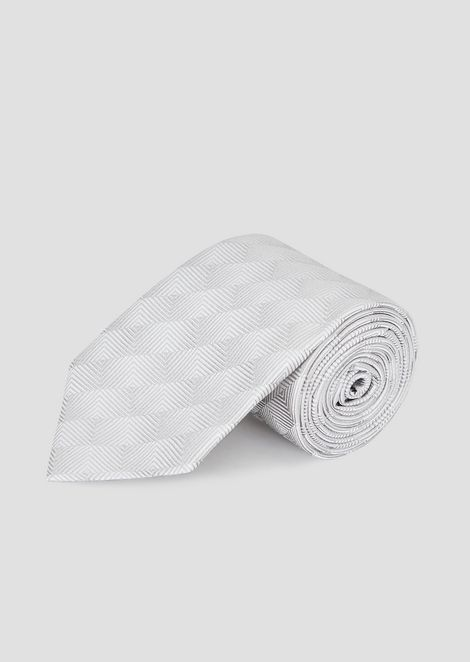 Tie in pure silk with geometric pattern