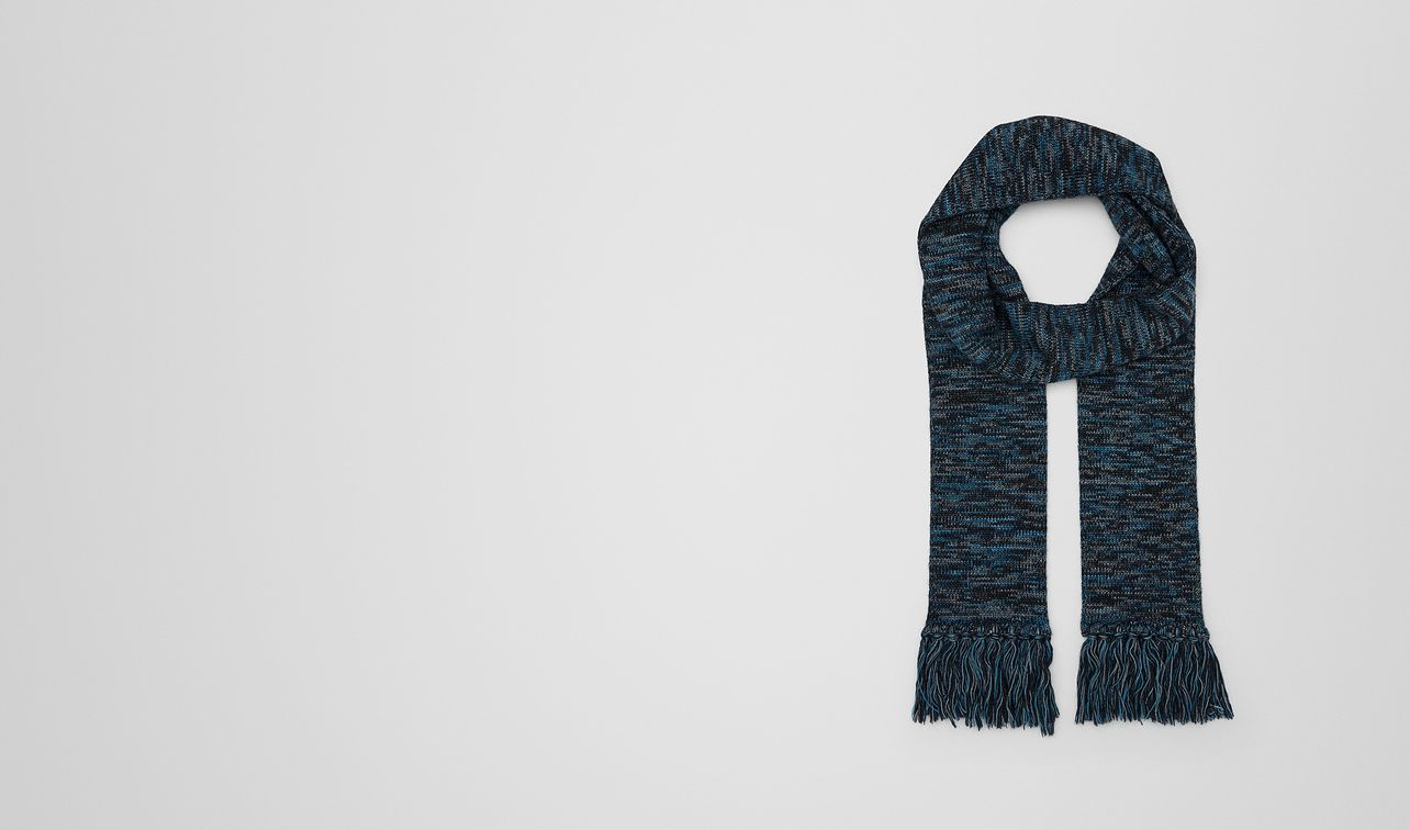 scarf in wool  landing