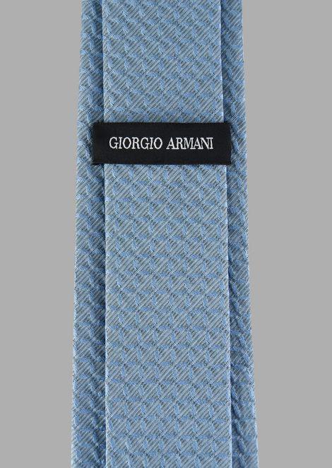 Silk tie with geometrical pattern