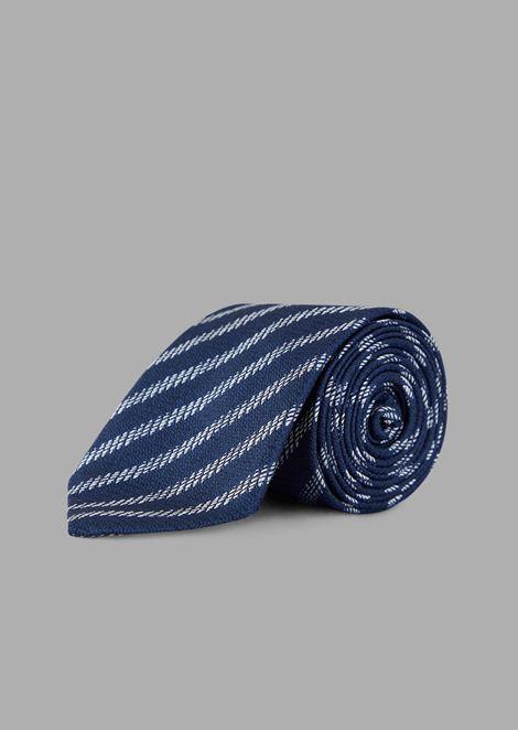 Cravatta in seta con ricamo dal motivo geometrico