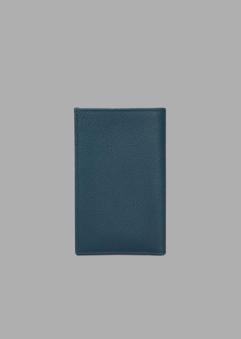 Vertical card holder in grained leather