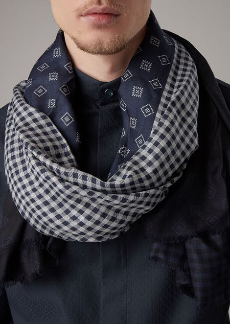 Stole in modal with double-sided geometric print