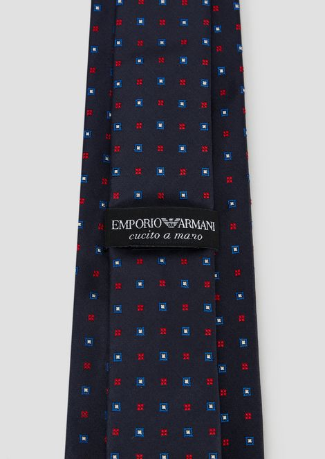Pure silk tie with jacquard motif