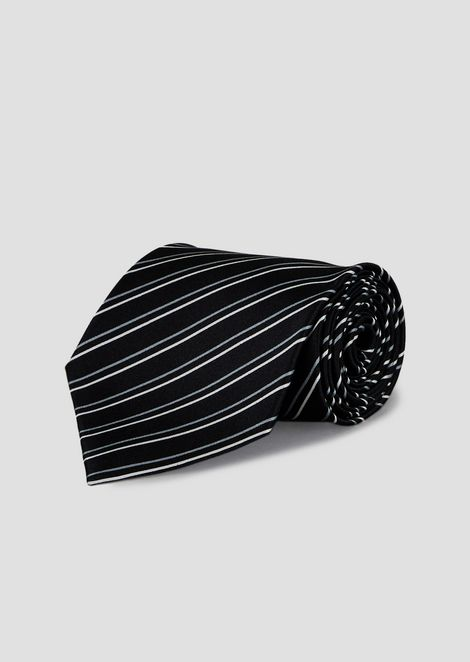 Pure silk tie with striped pattern