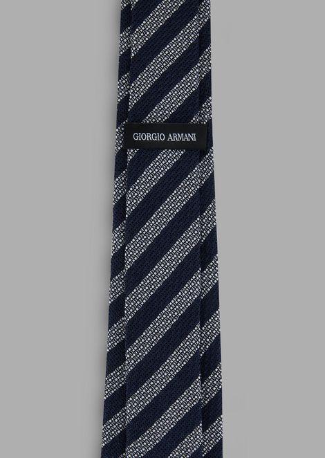 Silk tie with regimental pattern
