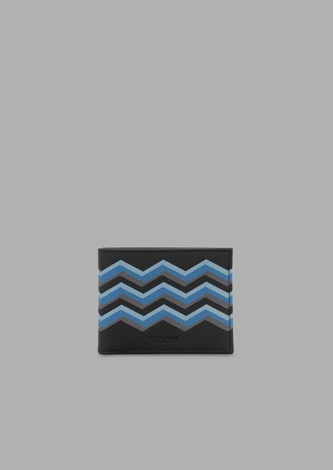 Bi-fold wallet in grained leather with coloured chevron print