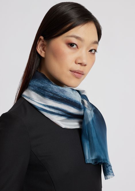 Scarf in silk with graduated colors