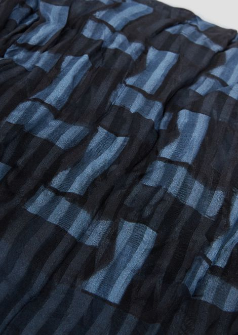Stole in fabric with abstract pattern
