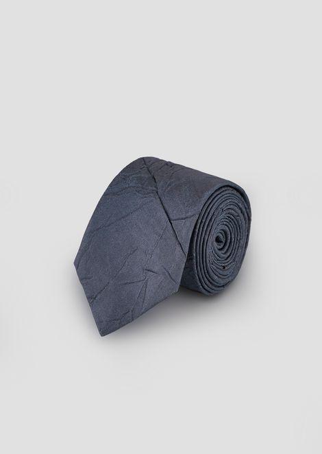 Corbata de seda pura arrugada