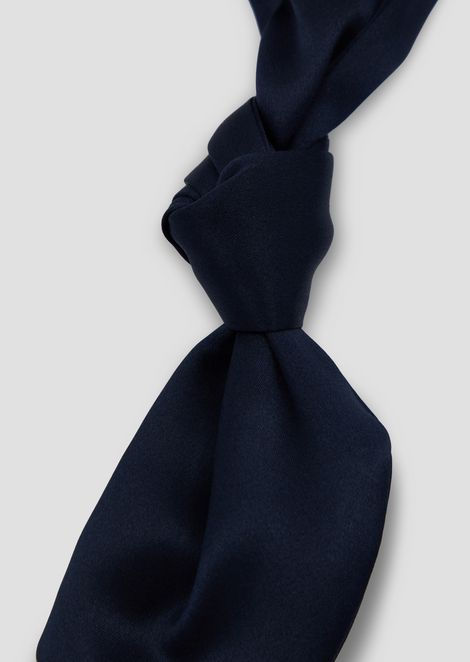 Silk foulard necktie with knots