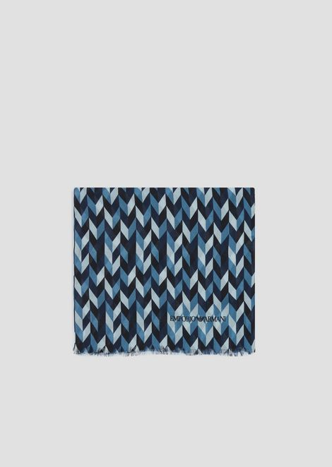 Stole in patterned, chevron fabric